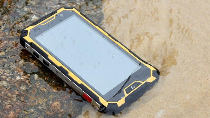 влагозащищенный смартфон conquest s8