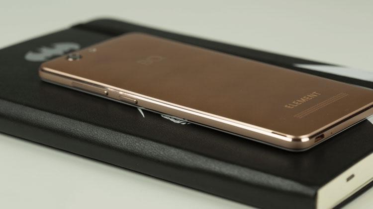BQ Element - лучший 5-дюймовый смартфон до 10000 рублей