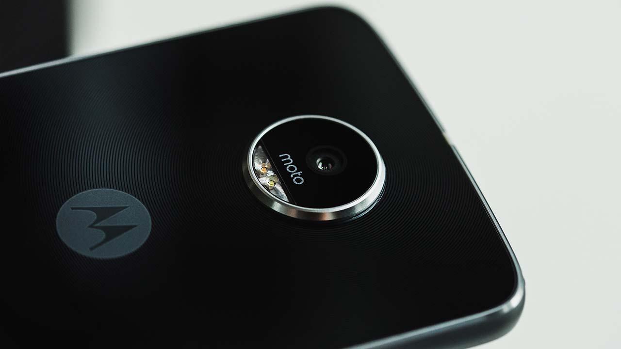 Moto Z2 Play засветился в списках новинок