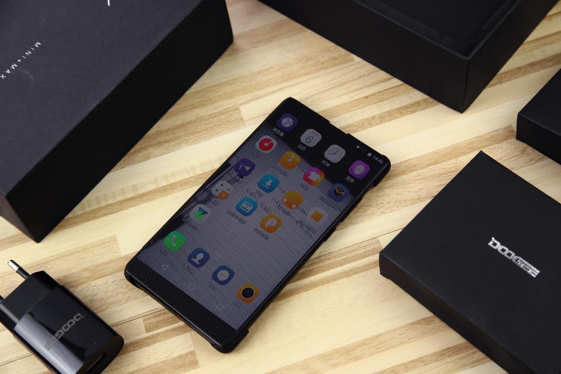 Doogee Mix - смартфон без рамок всего за 180$