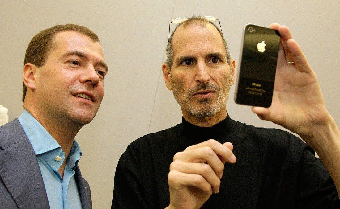 Медведев и Стив Джобс Apple Iphone 4S