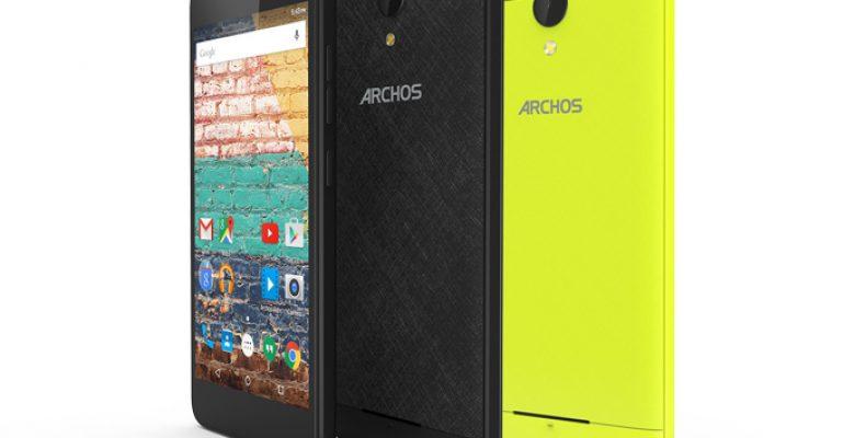 Бюджетный Archos 50f Neon со сменными панелями